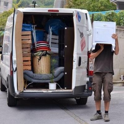 camion demenagement chargé à bloc